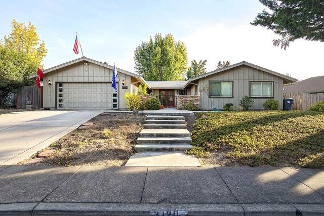 3120 Pepperwood Drive, Medford, OR 97504 (MLS #220111450) :: Bend Relo at Fred Real Estate Group
