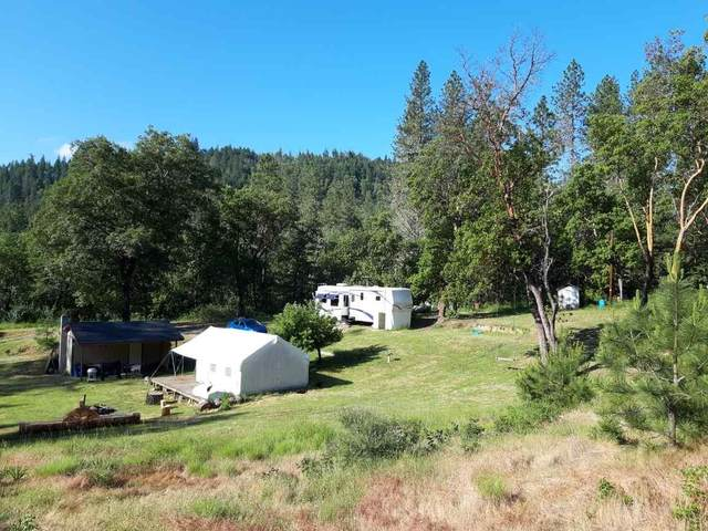 200 Bolt Mountain Road, Grants Pass, OR 97527 (MLS #220111457) :: Bend Relo at Fred Real Estate Group