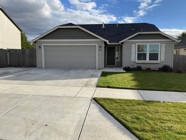 3402 Ford Drive, Medford, OR 97504 (MLS #220111478) :: Premiere Property Group, LLC