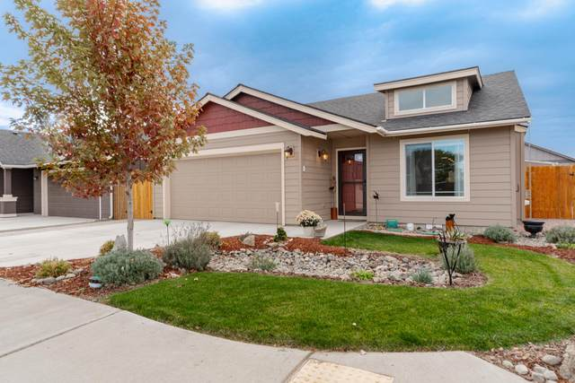 2996 NW Hemlock Lane, Redmond, OR 97756 (MLS #220111481) :: Fred Real Estate Group of Central Oregon