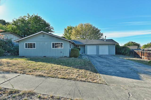 1537 Yucca Street, Medford, OR 97504 (MLS #220111497) :: The Ladd Group