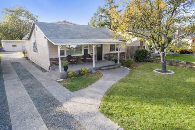 928 SW Laurel Street, Grants Pass, OR 97526 (MLS #220111502) :: Stellar Realty Northwest