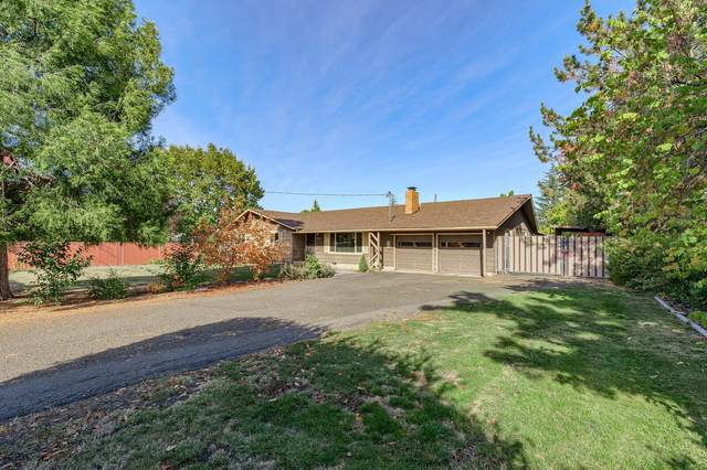 2925 Delta Waters Road, Medford, OR 97504 (MLS #220111510) :: The Ladd Group