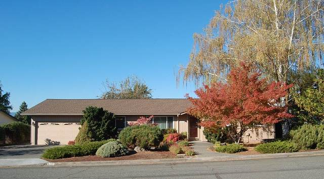 432 NE Sovereign Avenue, Grants Pass, OR 97526 (MLS #220111522) :: The Ladd Group