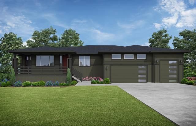 4324 SW Zenith Avenue, Redmond, OR 97756 (MLS #220111531) :: The Ladd Group