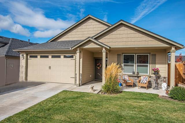 2437 NW Hemlock Way, Redmond, OR 97756 (MLS #220111539) :: Fred Real Estate Group of Central Oregon