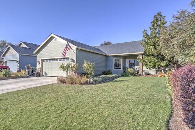 890 Trinity Way, Medford, OR 97501 (MLS #220111593) :: Central Oregon Home Pros