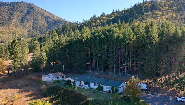 1515 Summit Loop, Grants Pass, OR 97527 (MLS #220111600) :: Central Oregon Home Pros