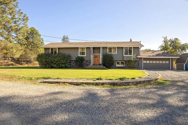 7875 E Evans Creek Road, Rogue River, OR 97537 (MLS #220111604) :: Top Agents Real Estate Company