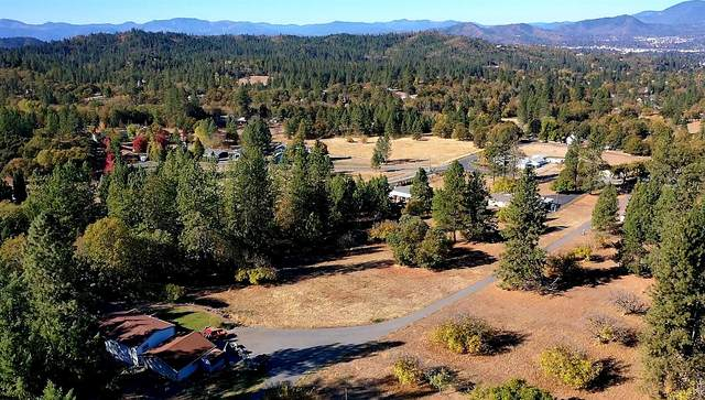 1525 Summit Loop, Grants Pass, OR 97527 (MLS #220111618) :: Central Oregon Home Pros