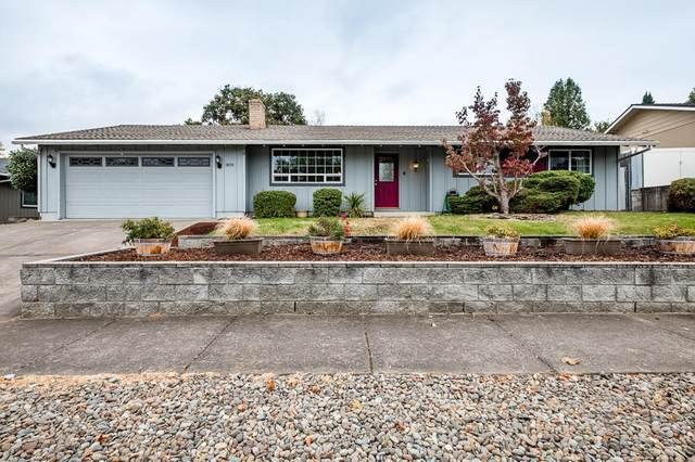 1826 Inverness Drive, Medford, OR 97504 (MLS #220111627) :: Berkshire Hathaway HomeServices Northwest Real Estate