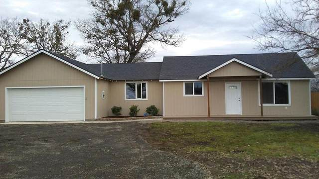 6740 Table Rock Road, Central Point, OR 97502 (MLS #220111641) :: Berkshire Hathaway HomeServices Northwest Real Estate
