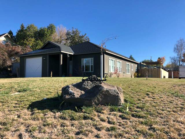 2407 California Avenue, Klamath Falls, OR 97601 (MLS #220111680) :: Central Oregon Home Pros