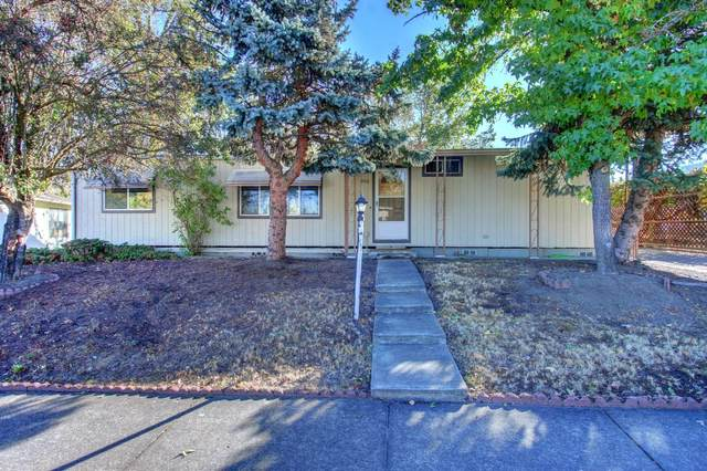 300 Taylor Street, Talent, OR 97540 (MLS #220111694) :: Central Oregon Home Pros