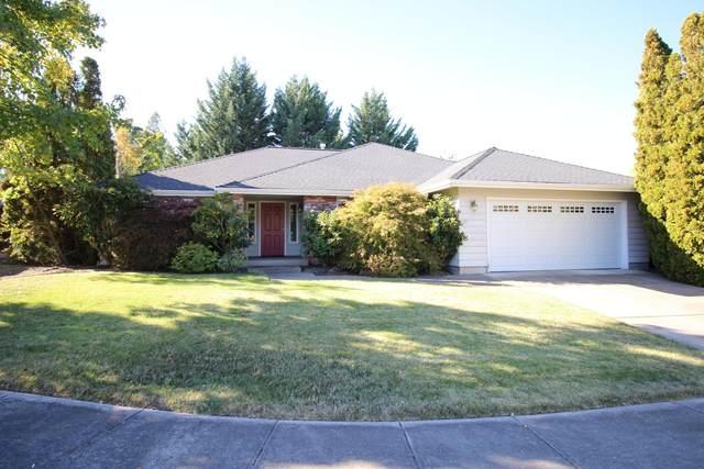 711 Woodbridge Drive, Medford, OR 97504 (MLS #220111769) :: Berkshire Hathaway HomeServices Northwest Real Estate