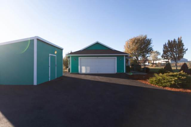 752 NW Smith Rock Way, Terrebonne, OR 97760 (MLS #220111794) :: Berkshire Hathaway HomeServices Northwest Real Estate