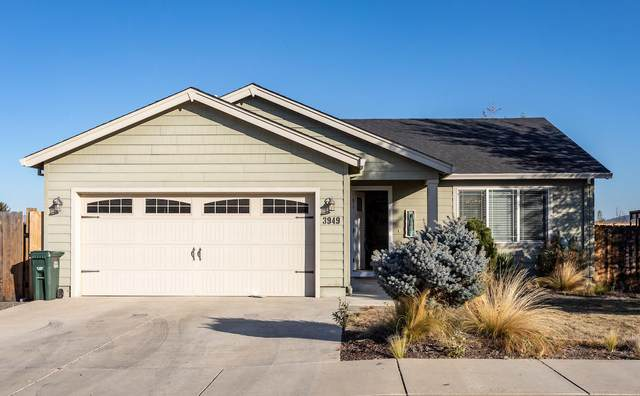 3949 Cole Drive, White City, OR 97503 (MLS #220111811) :: The Ladd Group