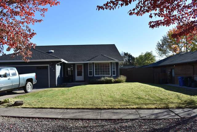 410 Garden Circle, Eagle Point, OR 97524 (MLS #220111819) :: The Ladd Group