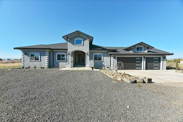 181 Bigham Brown Road, Eagle Point, OR 97524 (MLS #220111835) :: The Ladd Group