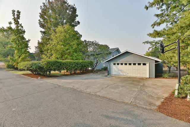 886 Sunrise Avenue, Medford, OR 97504 (MLS #220111841) :: Berkshire Hathaway HomeServices Northwest Real Estate