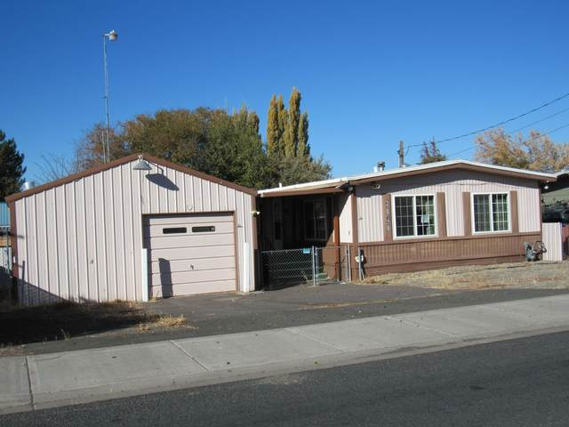 3040 Madison Street, Klamath Falls, OR 97603 (MLS #220112023) :: Top Agents Real Estate Company