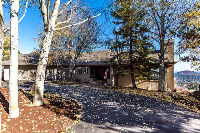 1031 NW Summit Drive, Bend, OR 97703 (MLS #220112111) :: The Payson Group
