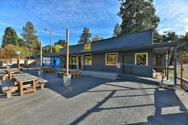 6401 Rogue River Highway, Rogue River, OR 97537 (MLS #220112200) :: Top Agents Real Estate Company