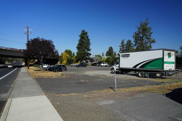 2022 NE Division Street, Bend, OR 97701 (MLS #220112261) :: The Ladd Group