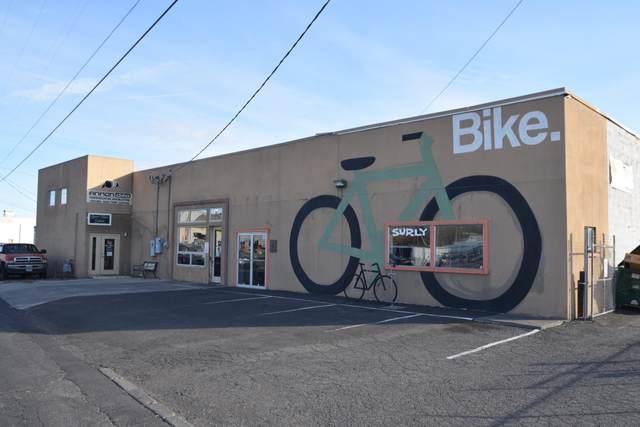 1212 NE 1st Street, Bend, OR 97701 (MLS #220112303) :: Bend Homes Now