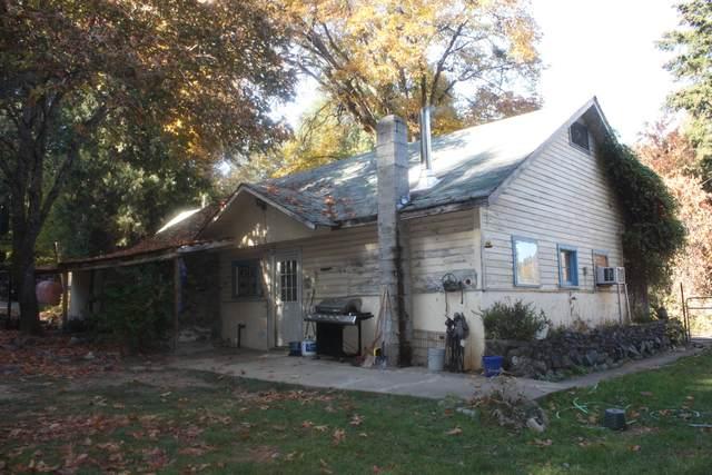 5227 Fish Hatchery Road, Grants Pass, OR 97527 (MLS #220112309) :: Premiere Property Group, LLC