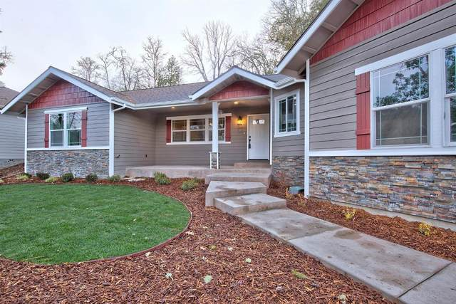 1576 SE Rosemary Lane, Grants Pass, OR 97527 (MLS #220112514) :: Top Agents Real Estate Company