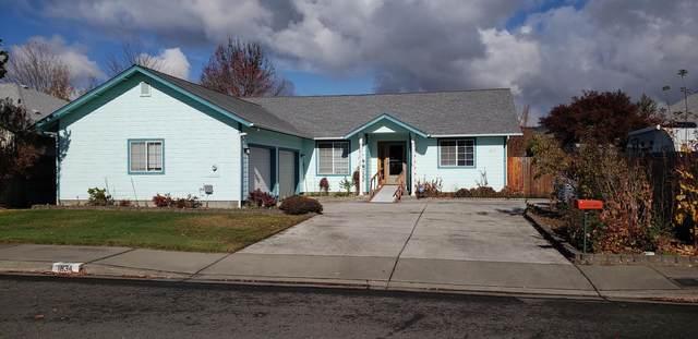 1834 SW Topaz Lane, Grants Pass, OR 97526 (MLS #220112519) :: Central Oregon Home Pros