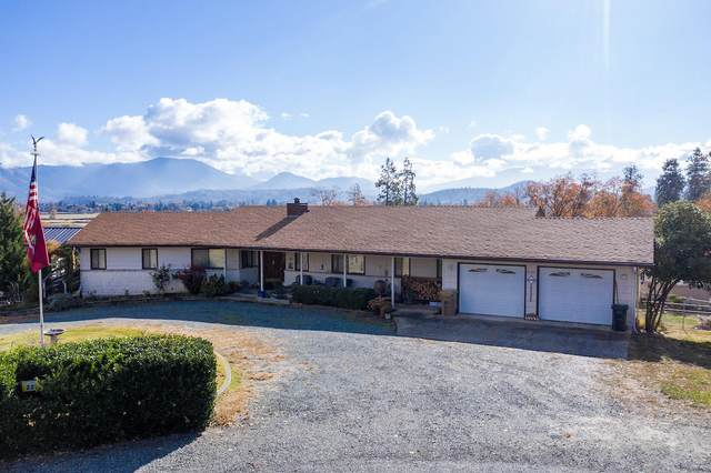 221 Valley Rogue Way, Grants Pass, OR 97526 (MLS #220112577) :: The Ladd Group