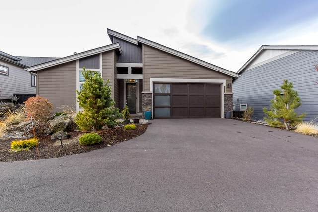 2735 NW Rippling River Court, Bend, OR 97703 (MLS #220112586) :: The Riley Group