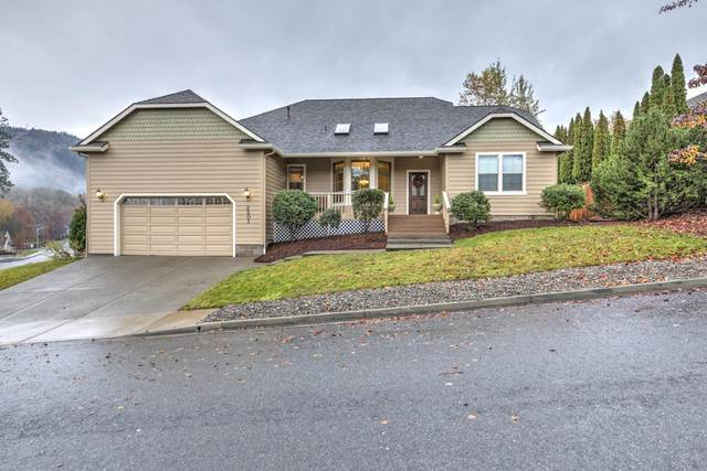 2201 Poppy Lane, Grants Pass, OR 97527 (MLS #220112729) :: The Riley Group