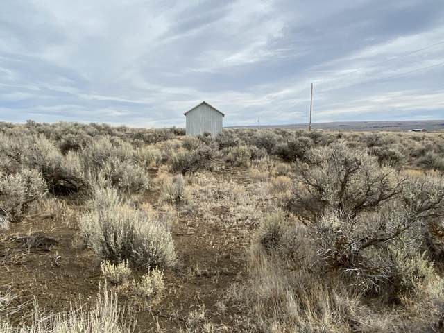 007 Cemetery Road, Christmas Valley, OR 97641 (MLS #220112741) :: The Payson Group