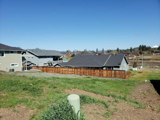 135 Hidden Valley Drive, Eagle Point, OR 97524 (MLS #220112767) :: Top Agents Real Estate Company