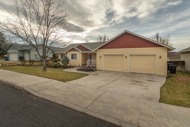 2431 NW 15th Street, Redmond, OR 97756 (MLS #220112779) :: Bend Relo at Fred Real Estate Group