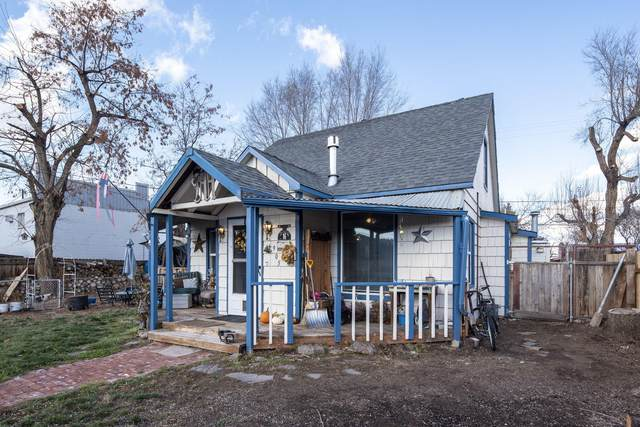 905 NW 2nd Street, Prineville, OR 97754 (MLS #220112819) :: Bend Relo at Fred Real Estate Group