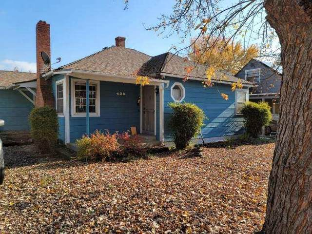 425 NE Flint Street, Grants Pass, OR 97526 (MLS #220112879) :: Bend Relo at Fred Real Estate Group