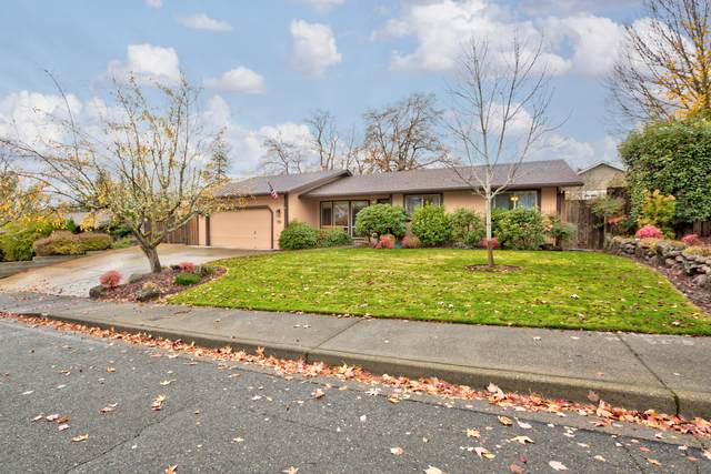 94 NW Sunhill Drive, Grants Pass, OR 97526 (MLS #220112896) :: Bend Relo at Fred Real Estate Group