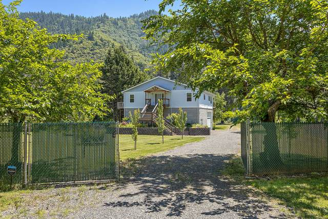 229 Fielder Lane, Rogue River, OR 97537 (MLS #220112900) :: The Ladd Group