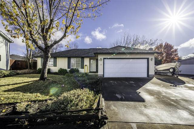 15 Kingfisher Court, Eagle Point, OR 97524 (MLS #220112903) :: Top Agents Real Estate Company