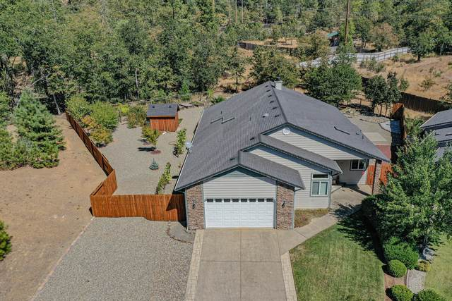301 Cedar Ridge Drive, Cave Junction, OR 97523 (MLS #220112914) :: The Ladd Group