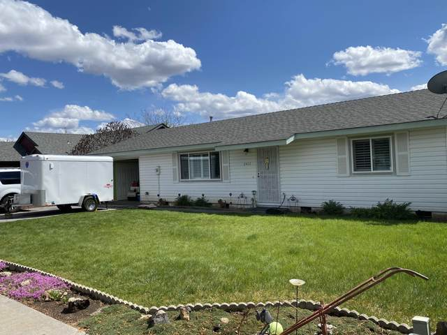 2422 SW Fissure Loop, Redmond, OR 97756 (MLS #220112922) :: Rutledge Property Group