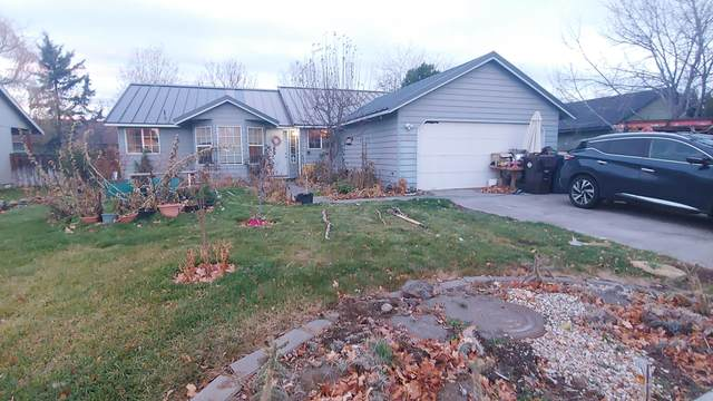 2021 SW 27th Street, Redmond, OR 97756 (MLS #220112949) :: Central Oregon Home Pros