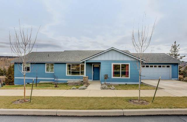2274 NE Compass Court, Prineville, OR 97754 (MLS #220112985) :: The Ladd Group