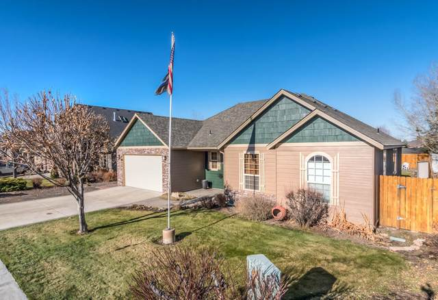 2121 NW Quince Place, Redmond, OR 97756 (MLS #220113008) :: The Ladd Group