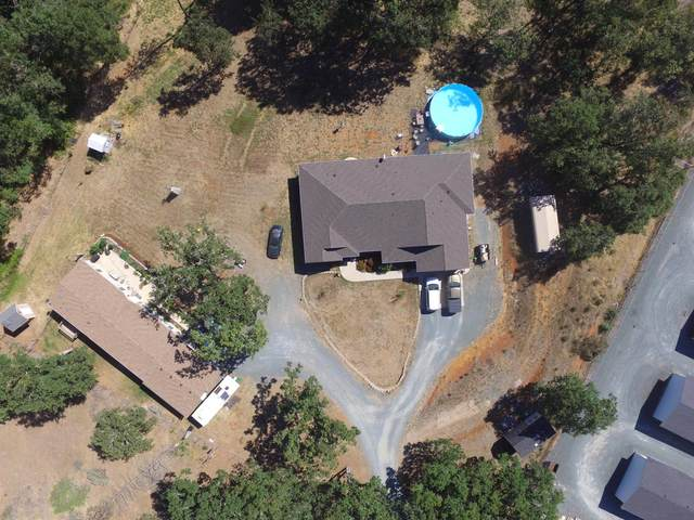 440 Flaming Road, Grants Pass, OR 97526 (MLS #220113025) :: Bend Homes Now