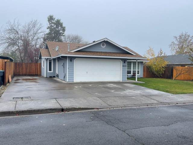 3055 Heartwood Court, Medford, OR 97504 (MLS #220113039) :: Vianet Realty